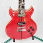 Zdjęcie czerwonej gitary elektrycznej