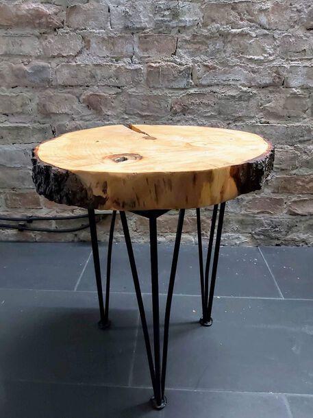 Stolik kawowy z plastra pnia na trzech nogach, (1) - Meble
