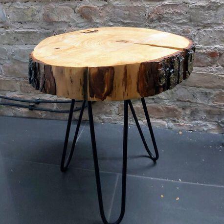 Stolik kawowy na trzech zaokrąglonych nogach, (1) - Meble